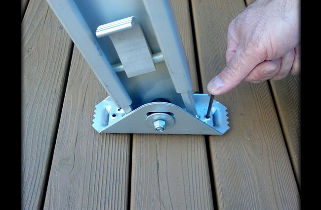 Nail Through Shoe Ladder Leveler